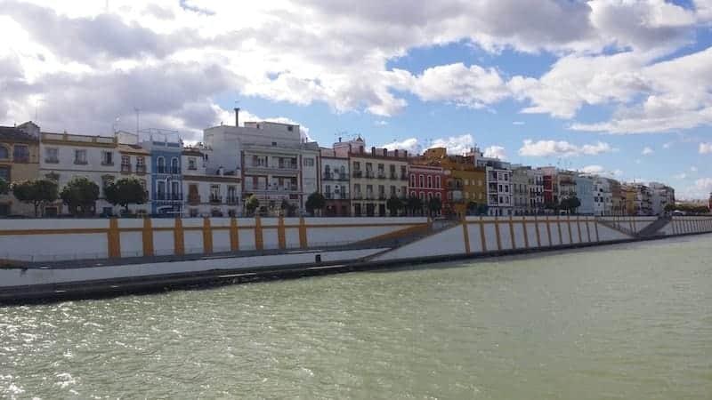 Conservatorio de danza y Barrio de Triana