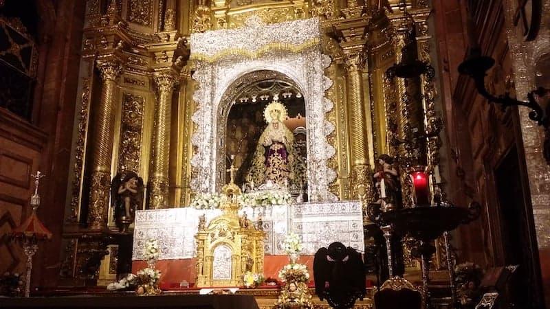 Paso de la Virgen de la Macarena